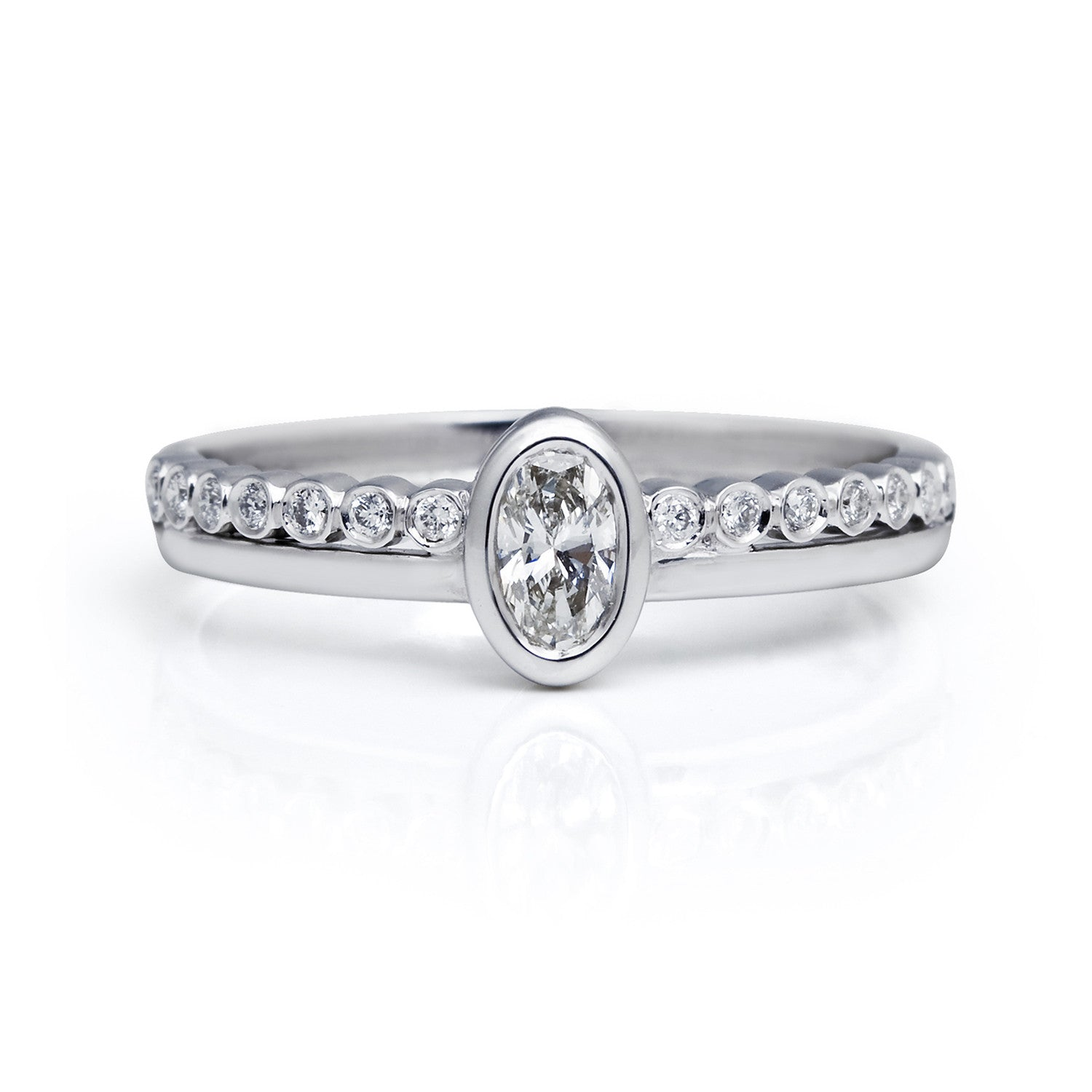 Bespoke Jewellery- Oval engagement ring in 18ct white gold 1- Arabel Lebrusan