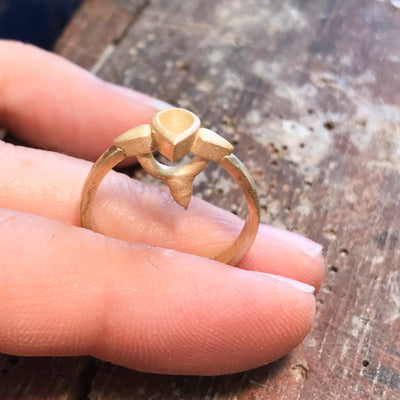 Bespoke nature-inspired engagement ring with pear-cut Malawi sapphire and 18ct recycled gold band 4