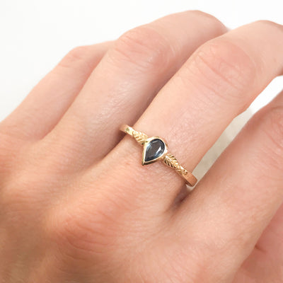 Bespoke nature-inspired engagement ring with pear-cut Malawi sapphire and 18ct recycled gold band 2
