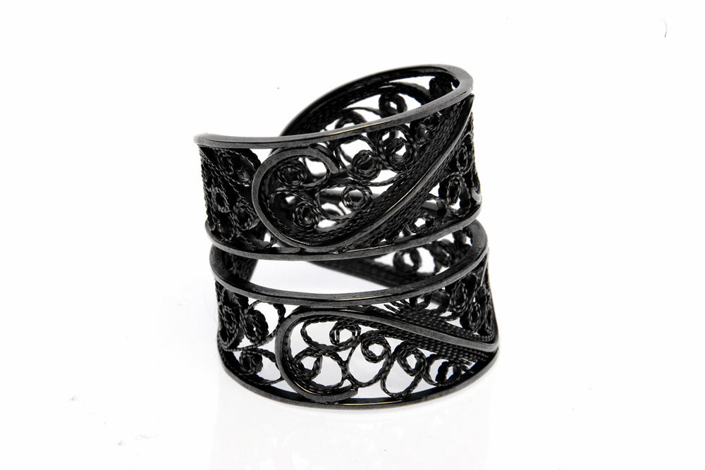 Filigree Links Ring. Black