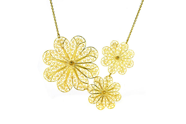 Filigree Rosette Necklace. Yellow Gold