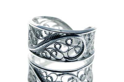 Filigree Links Ring. White