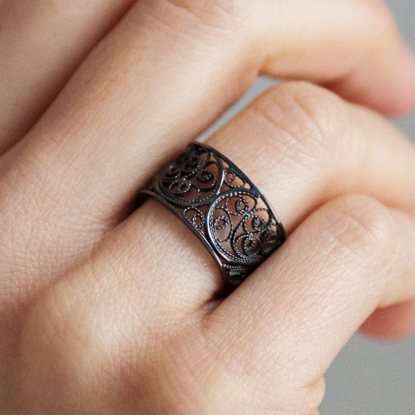 Filigree Links Single Ring. Black