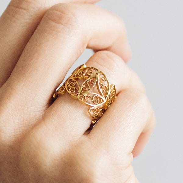 Filigree Walnut Leaf Ring. Yellow Gold