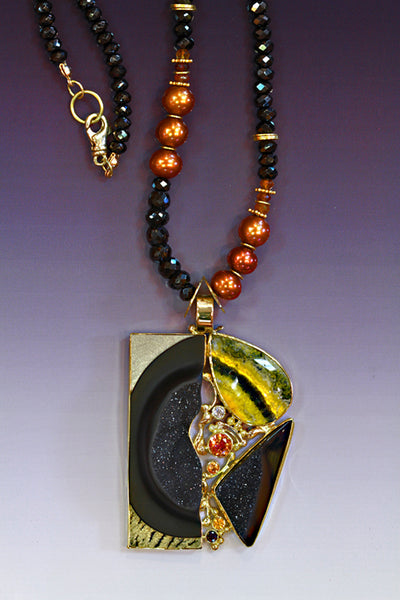 Orpiment and carved onyx pendant in gold. Designer jewelry