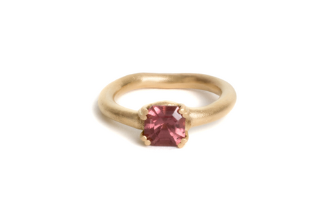 Engagement ring. 18ct yellow gold, Mahenge garnet