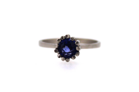 Engagement ring 18ct white gold Ceylon sapphire