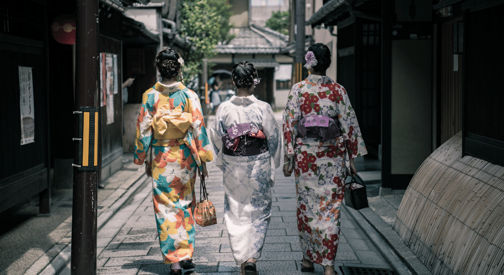 Japanese women in their Kimono dress | Muezart