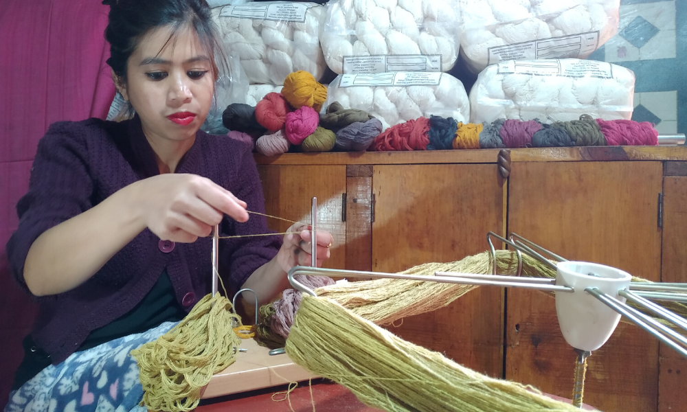 eri_silk_yarn_spinning_fiber_natural_dyeing