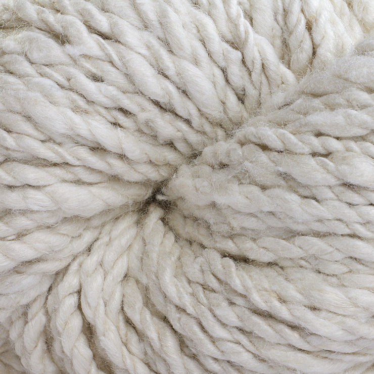 Close-up of Eri Roving Worsted 2 Ply Yarn | Muezart