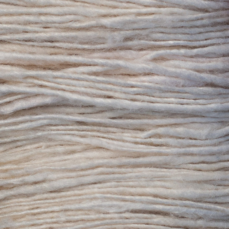 Eri silk Fingering Yarn Close up | Muezart