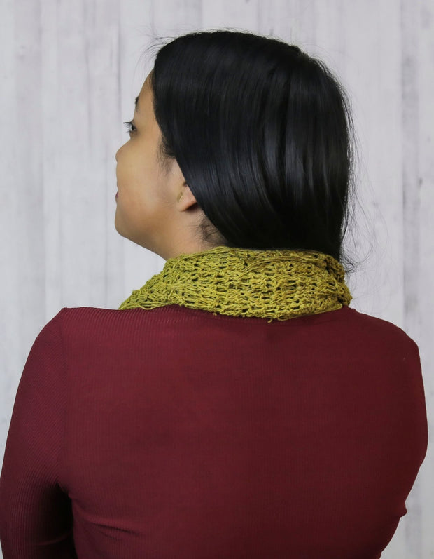 Free crochet cowl pattern rear view | Muezart