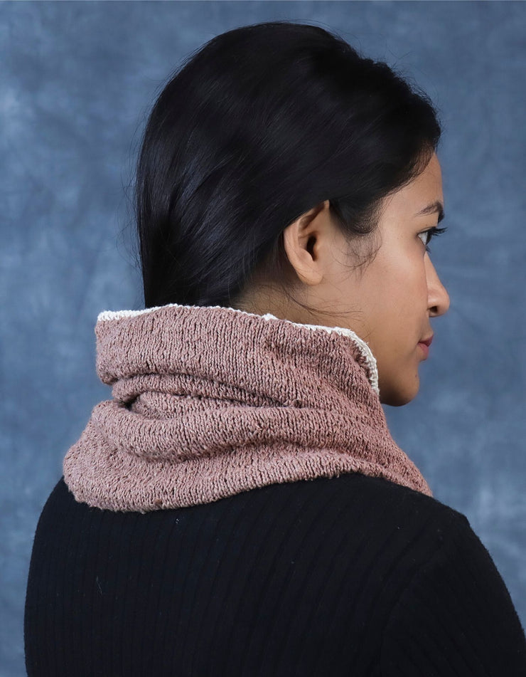 Free Knitting Pattern to download | Two-tone reversible cowl rear view look | Muezart