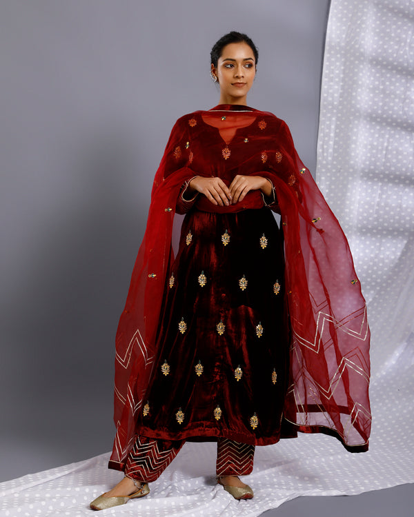 HAND EMBROIDERED VELVET SALWAR SET OF 3 WITH ORGANZA DUPATTA - RED
