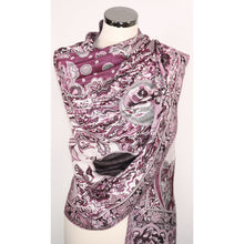 Reversible viscose scarf in black & pink with abstract pattern