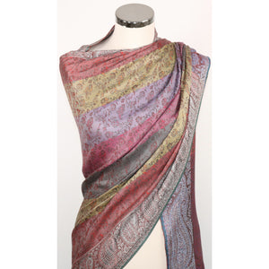 Viscose scarf with paisley pattern