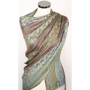 Viscose scarf with paisley pattern in shades of green