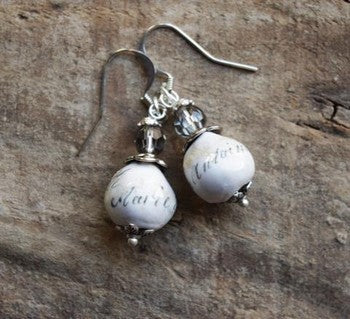 Marie-Antoinette - Boucles d'oreilles à perles pendantes / Handcrafted bead earrings old silver finish