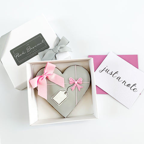 Posh Pink Bow Heart single biscuit gift box