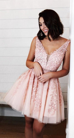 products/Red_Lace_Appliques_Homecoming_Dresses_V_Neck_Tulle_Above_Knee_Short_Prom_Dress_PW947-1.jpg