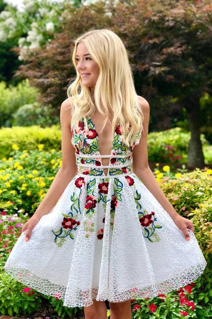Simple Short Lace White Homecoming Dress with Appliques,V Neck Short Prom Dress PW735