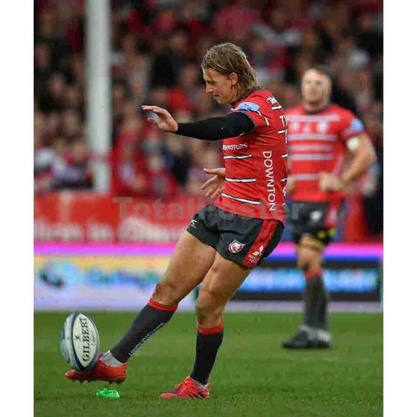 Billy Twelvetrees kicks a penalty against Sale
