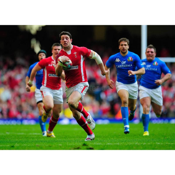 Alex Cuthbert races to a try | Wales Six Nations posters TotalPoster