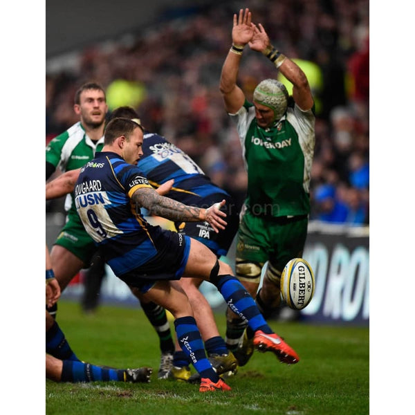 Blair Cowan blocks a kick by Francois Hougaard during the Aviva Premiership match between Worcester Warriors and London Irish at Sixways stadium | TotalPoster
