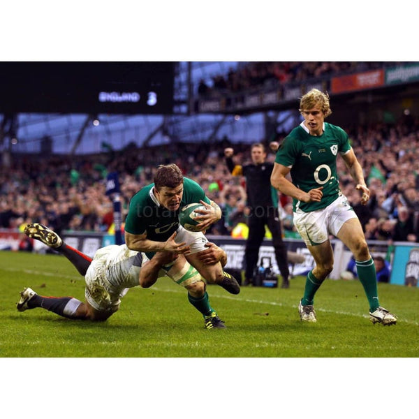 Brian O'Driscoll passes | Ireland Six Nations posters TotalPoster