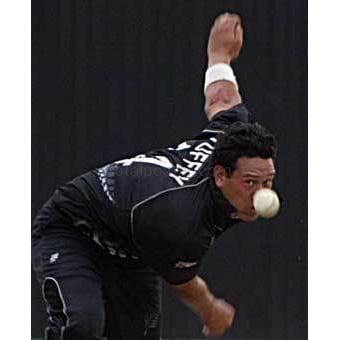 Darryl Tuffey bowls during the New Zealand v USA ICC Champions Trophy match at the The Brit Oval | TotalPoster