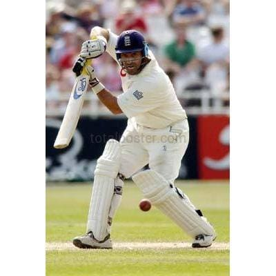 Graeme Thorpe in action during the England v New Zealand npower Third Test at Trent Bridge | TotalPoster