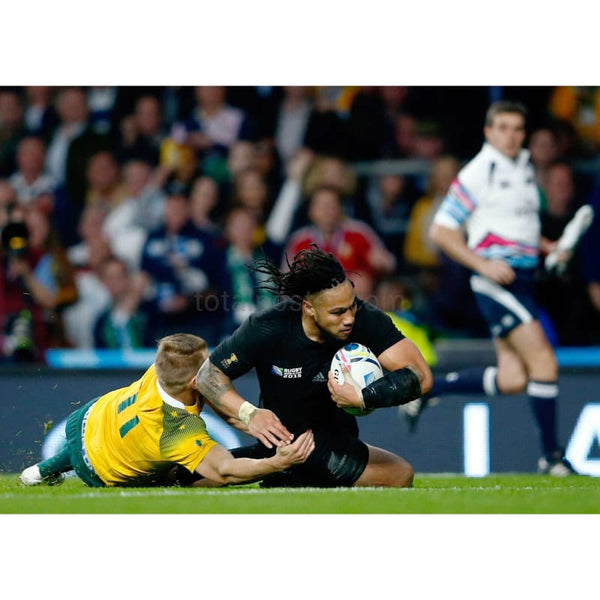 Ma'a Nonu scores his team's second try during the 2015 Rugby World Cup Final match between New Zealand and Australia at Twickenham | TotalPoster
