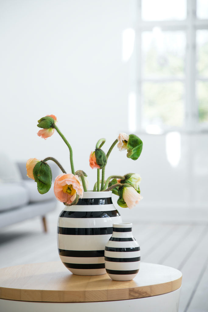 Omaggio Ceramic Vase in Black and White in Small