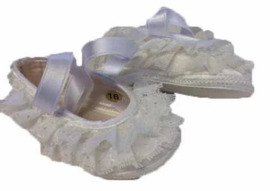 Baby girl pumps in satin, with a border of lace and satin laces -White
