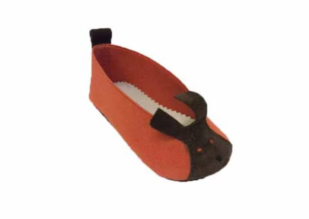 Baby shoe in orange made of elastic textile with brown suede feature