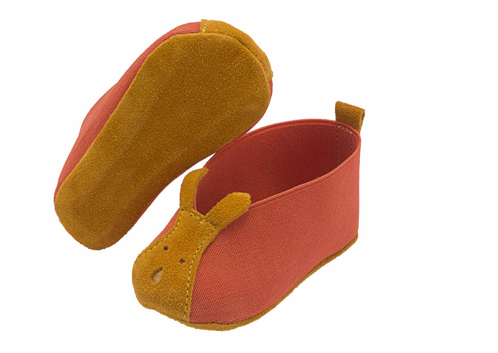 Baby shoe in orange made of elastic textile with mustard suede feature