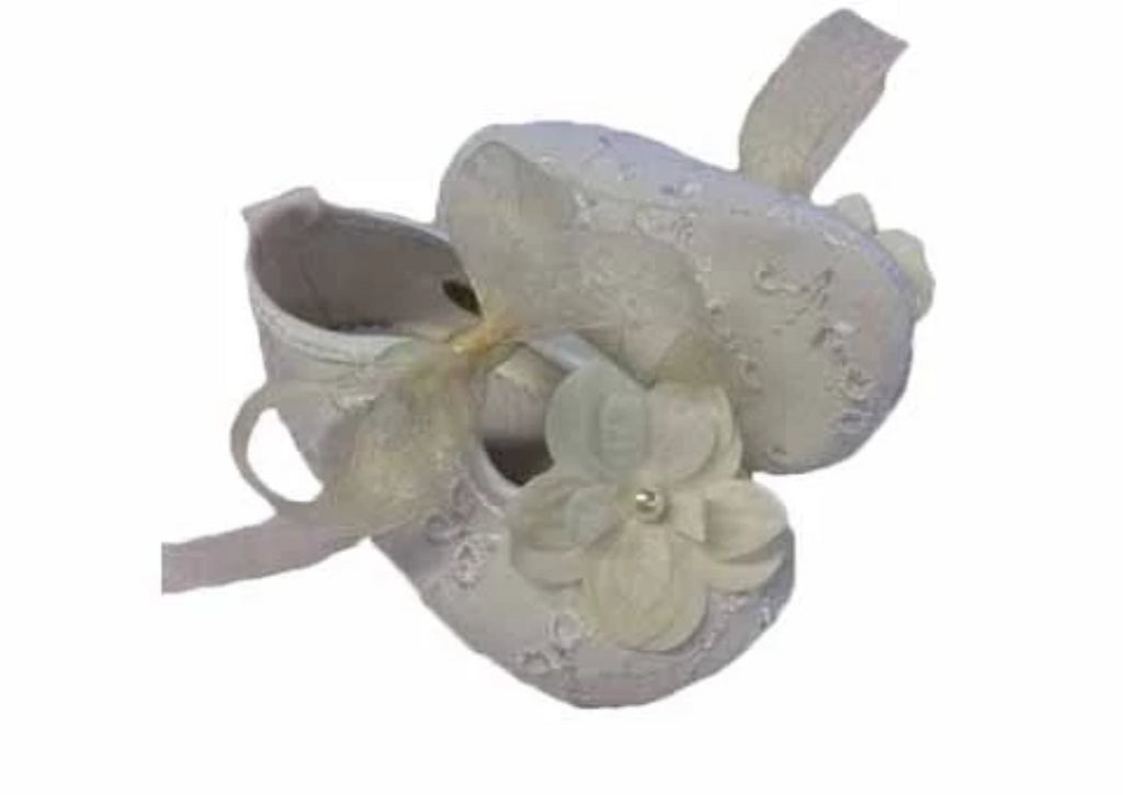 Baby shoe made of embroidered fabric, with flower embellishment and organza laces - White