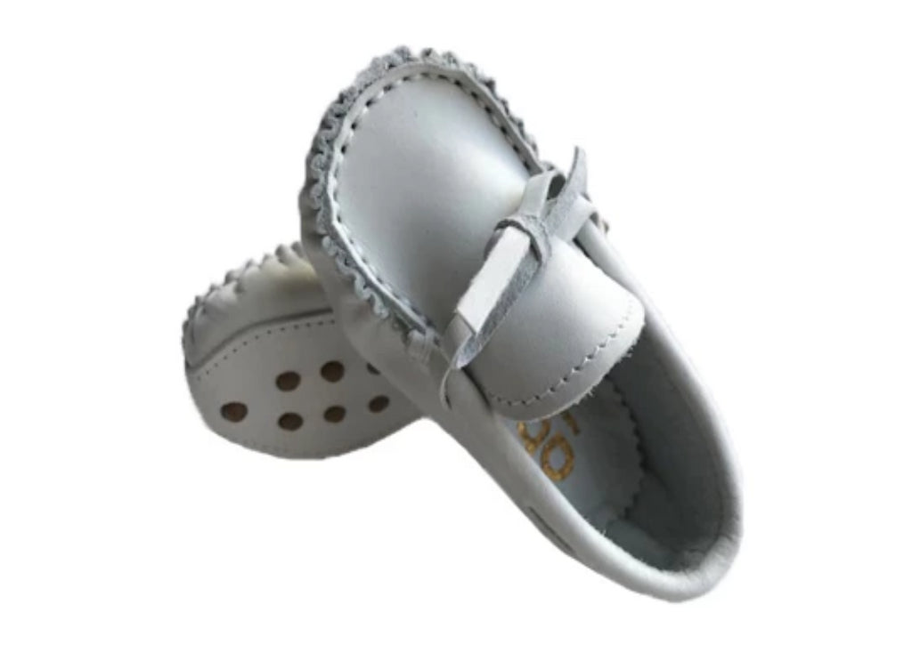 Leather moccasin with laces - White