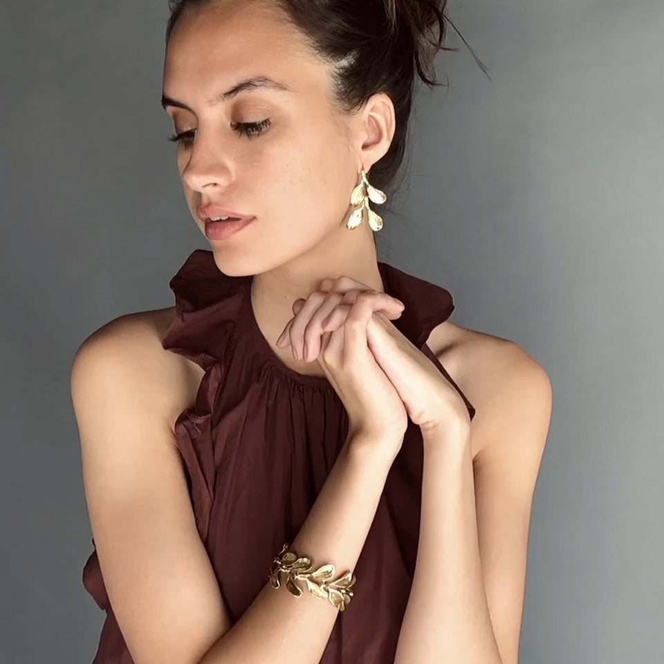 https://cdn.shopify.com/s/files/1/0093/2162/files/Kirsten-Muenster-Jewelry-Bracelet-Dyad-Video.mp4?3285