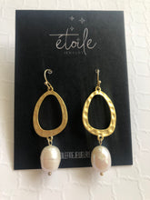 Load image into Gallery viewer, Gold circle and large pearl earrings