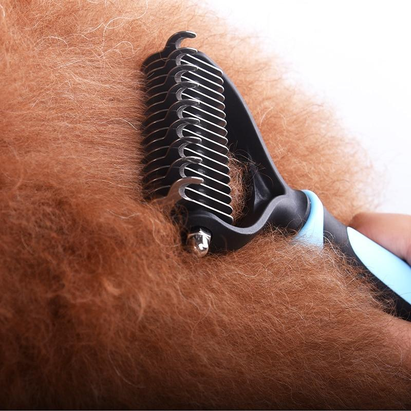 De-shedding and grooming brush