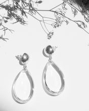 Load image into Gallery viewer, Lila Crystal Earrings