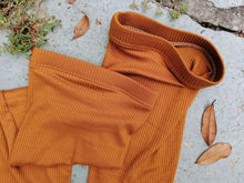 Load image into Gallery viewer, Grip Elastic + Foot Strap Oatmeal Ribbed Leg Warmer