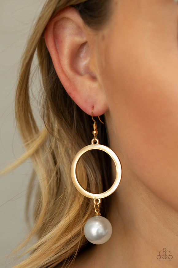 SoHo Solo - Gold pearl earrings