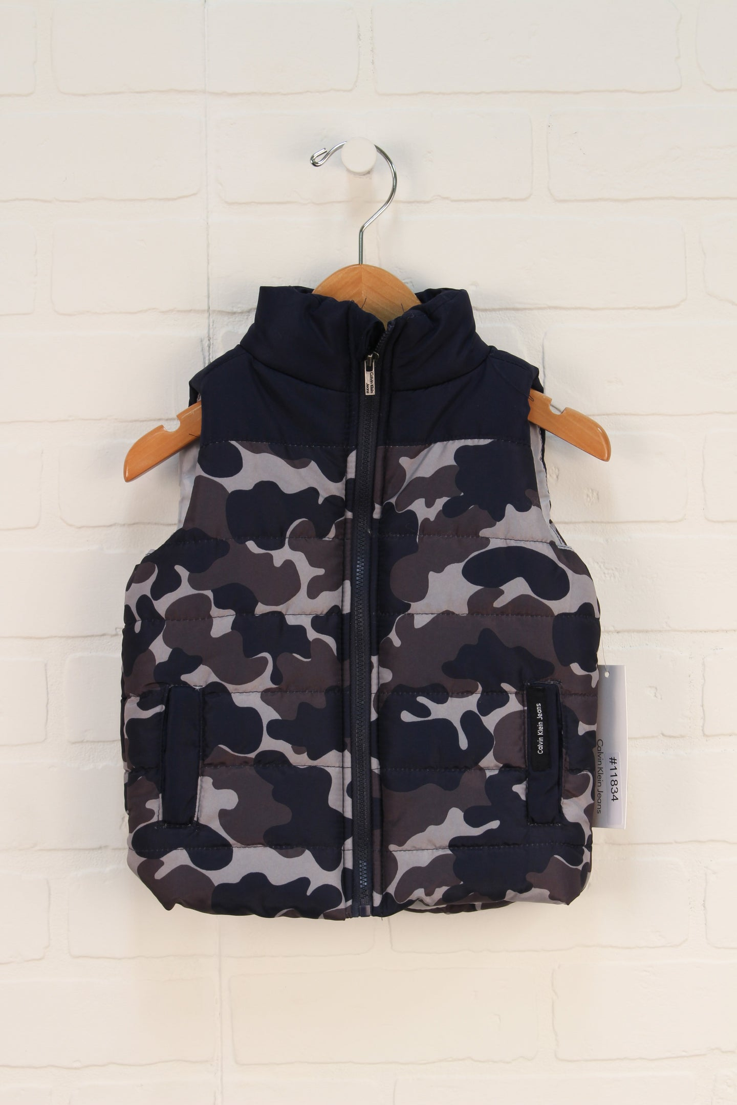 NWT Navy Camo Puffer Vest (Size 18M)
