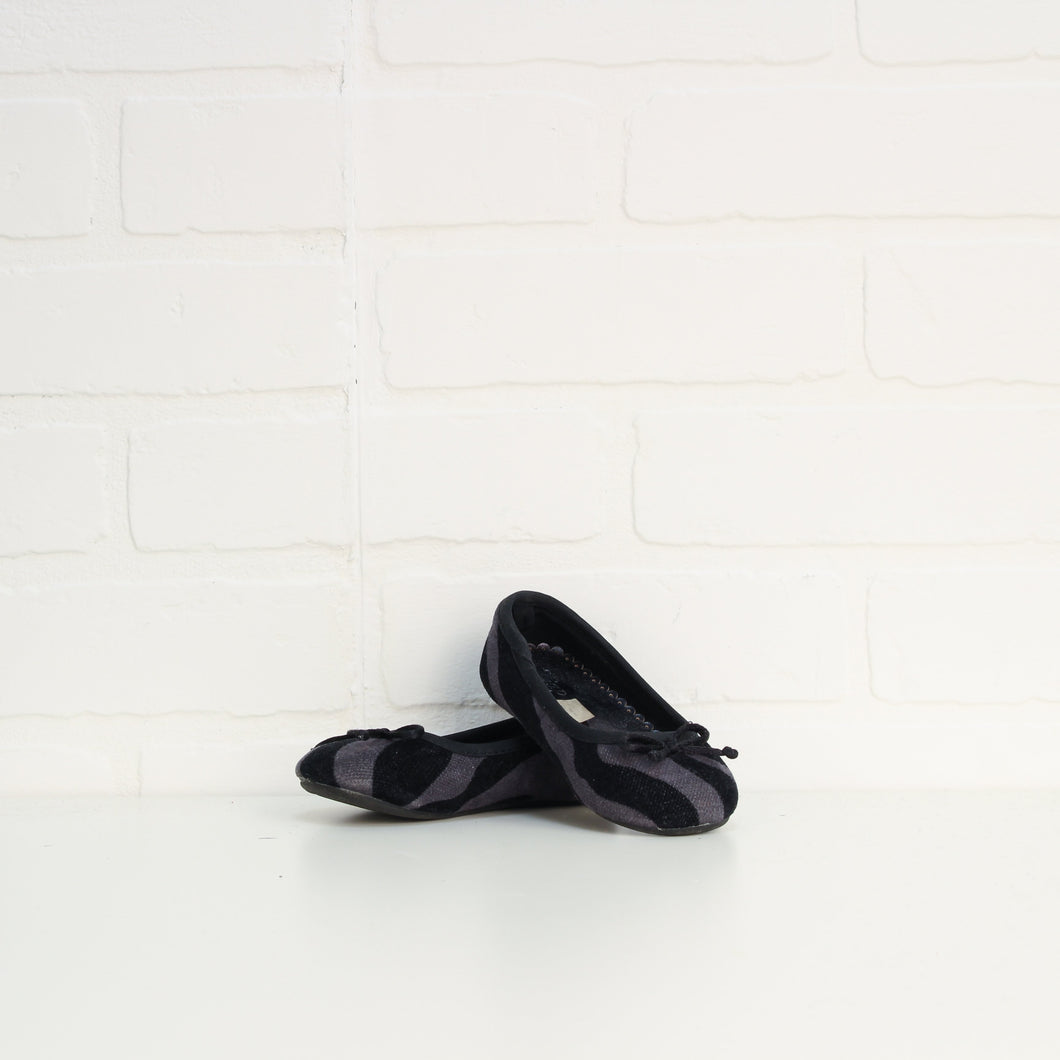 Black + Slate Flats (Little Kids Shoe Size 6)