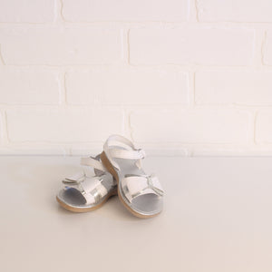 Silver + White Sandals (Little Kids Shoe Size 5)
