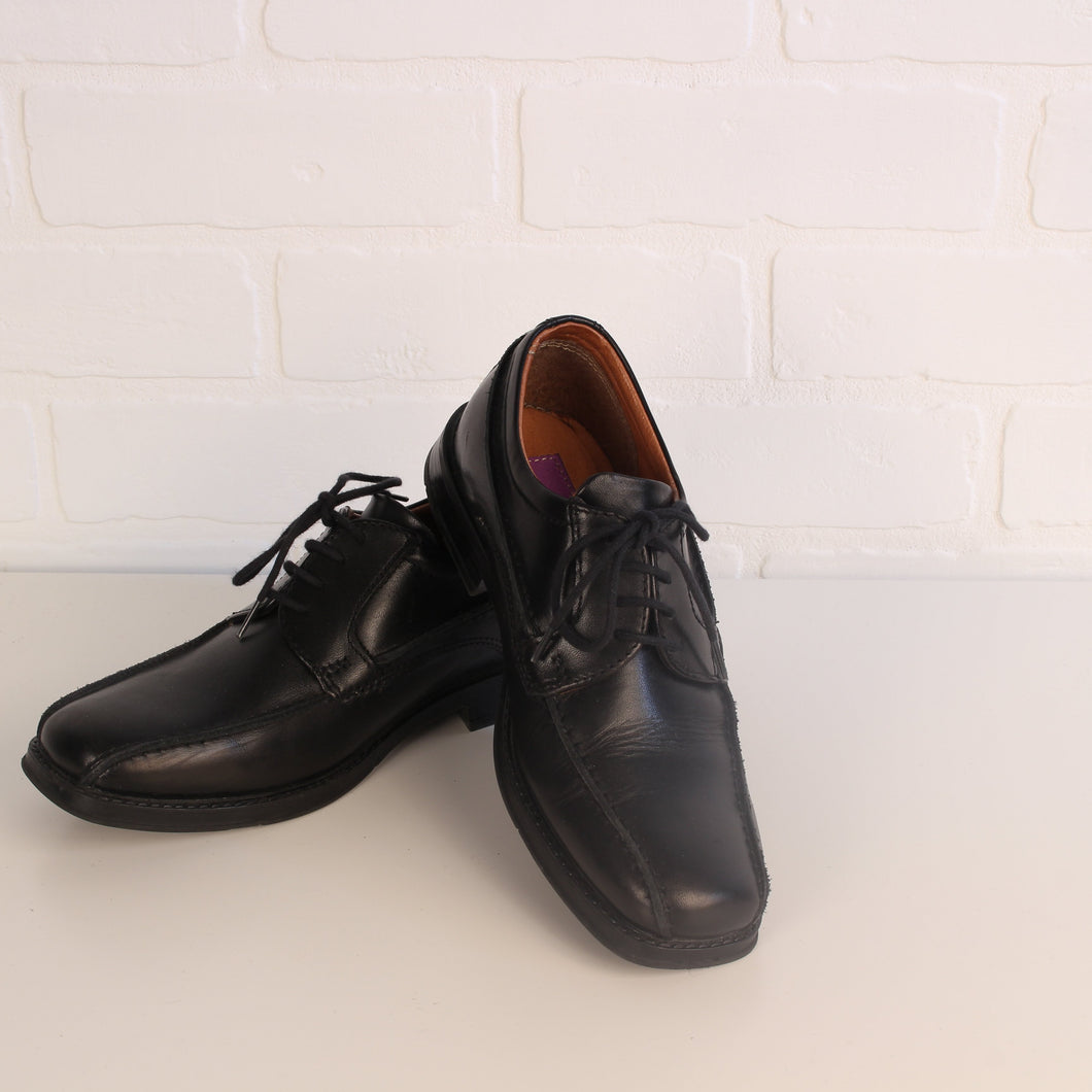 Left & Right Brand Black Leather Dress Shoes (Big Kids Shoe Size 34 / 2)