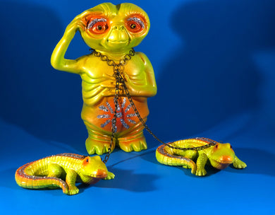 Stomachache and headache ET with crocodiles: Yellow and orange with glitter and chains