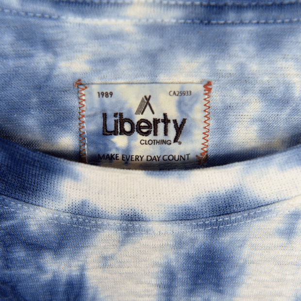 Long sleeve hemp shirt tie-dye blue close up